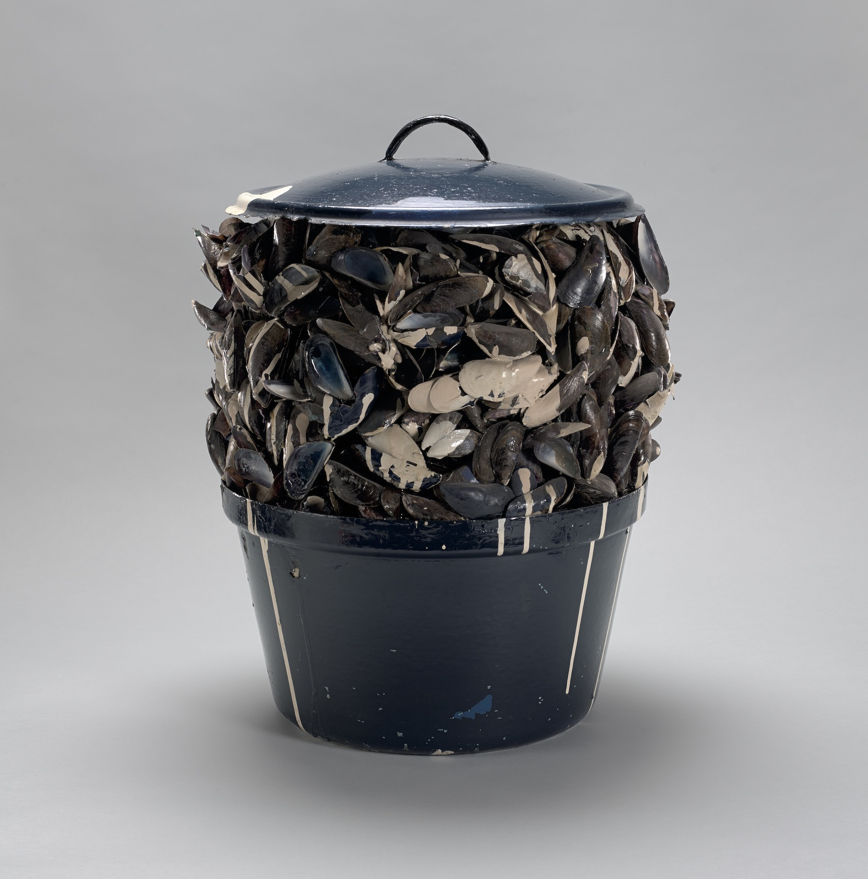 Marcel Broodthaers,  Moules sauce blanche , 1967