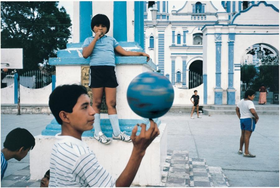 Alex Webb, Tehuantepec, Mexico, 1985. Image courtesy A. Galery