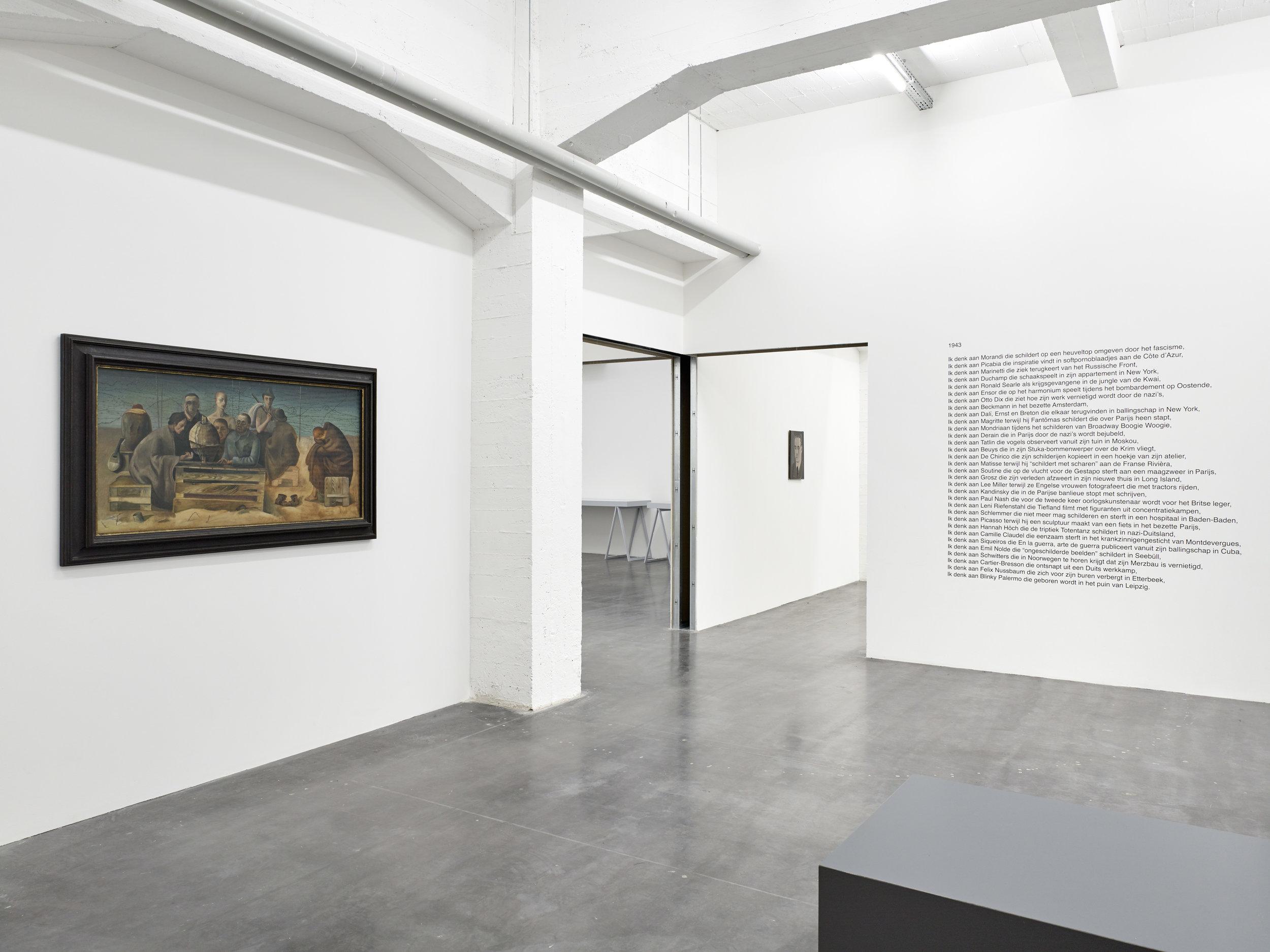 Felix Nussbaum,  St. Cyprien (Gefangene in Saint-Cyprien) , 1942, Francis Alys,  1943 , 2017 et Luc Tuymans,  Secrets , 1990.  Le Musée Absent , WIELS, vue d'exposition. © Kristien Daem