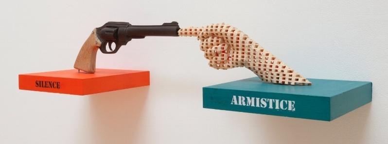 Aimé Mpane,  What's peace? , détail, 2015. Sculptures, acrylique, techniques mixtes, dimensions variables.  J'ai oublié de rêver , MiLL - Musée Ianchelevici, vue d'exposition. Image courtesy: MiLL