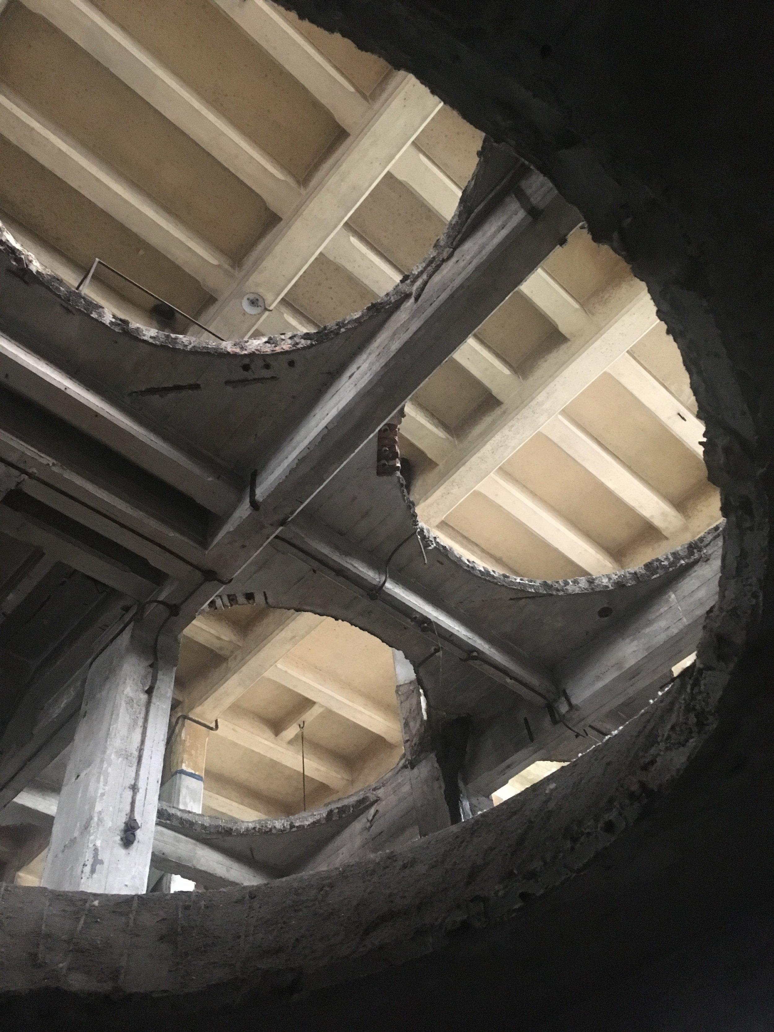 """La tour de l'ancienne Brasserie Atlas, """"artist-run-space"""" à Anderlecht.  Photo: Zoé Schreiber"""