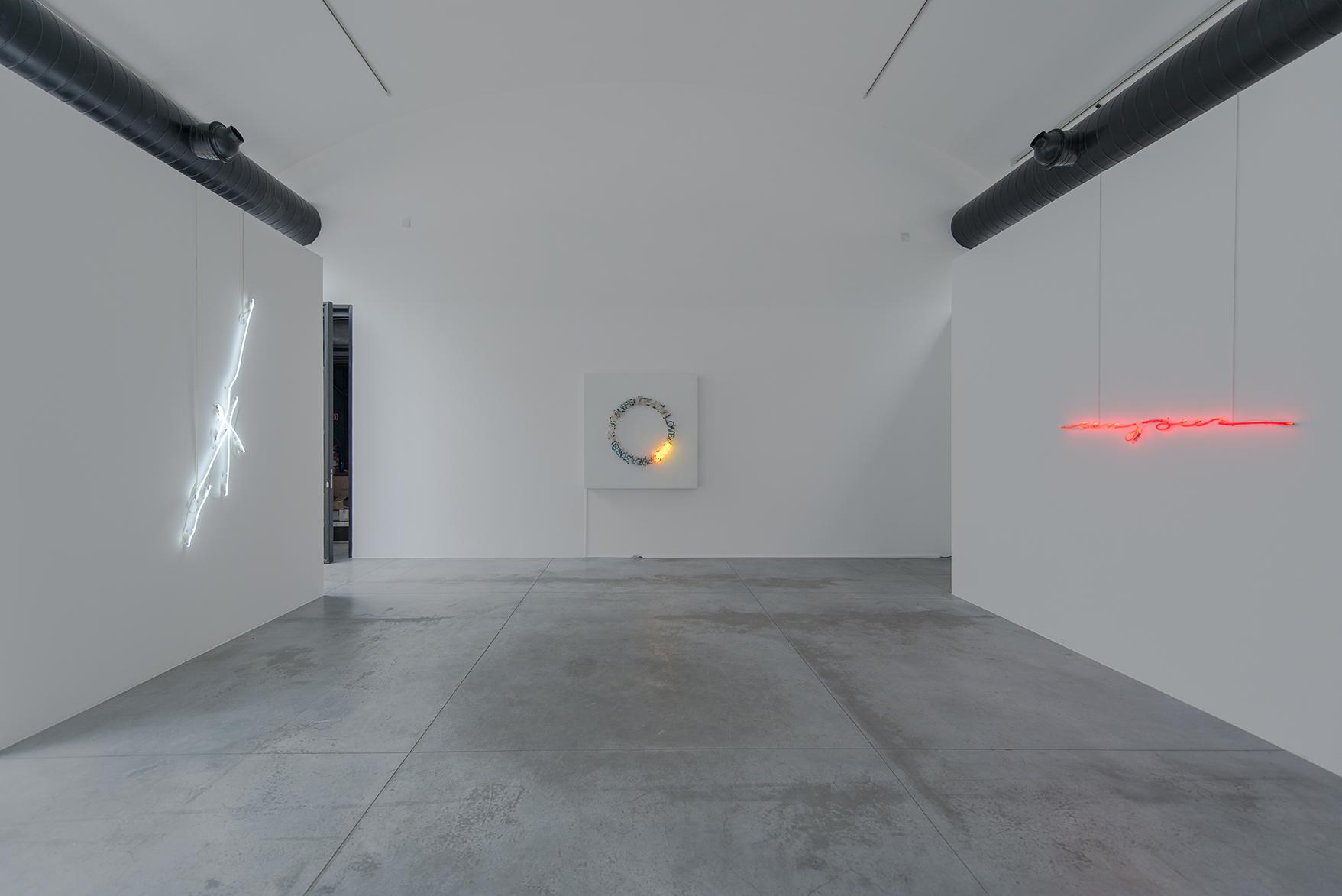 Shaping Light  - curated by Albert Baronian, vue d'installation, Fondation CAB. David Brognon & Stéphanie Rollin, Bruce Nauman, Marie José Burki Photo credit: Isabelle Arthuis