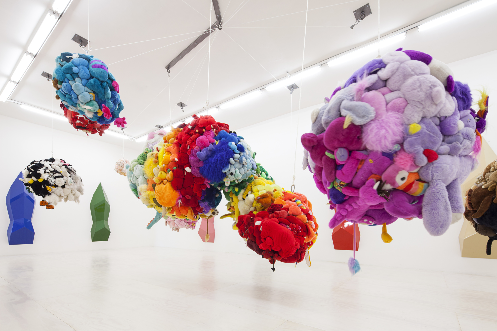 Mike Kelley, vue d'exposition, MoMa PS1, New York (2013)