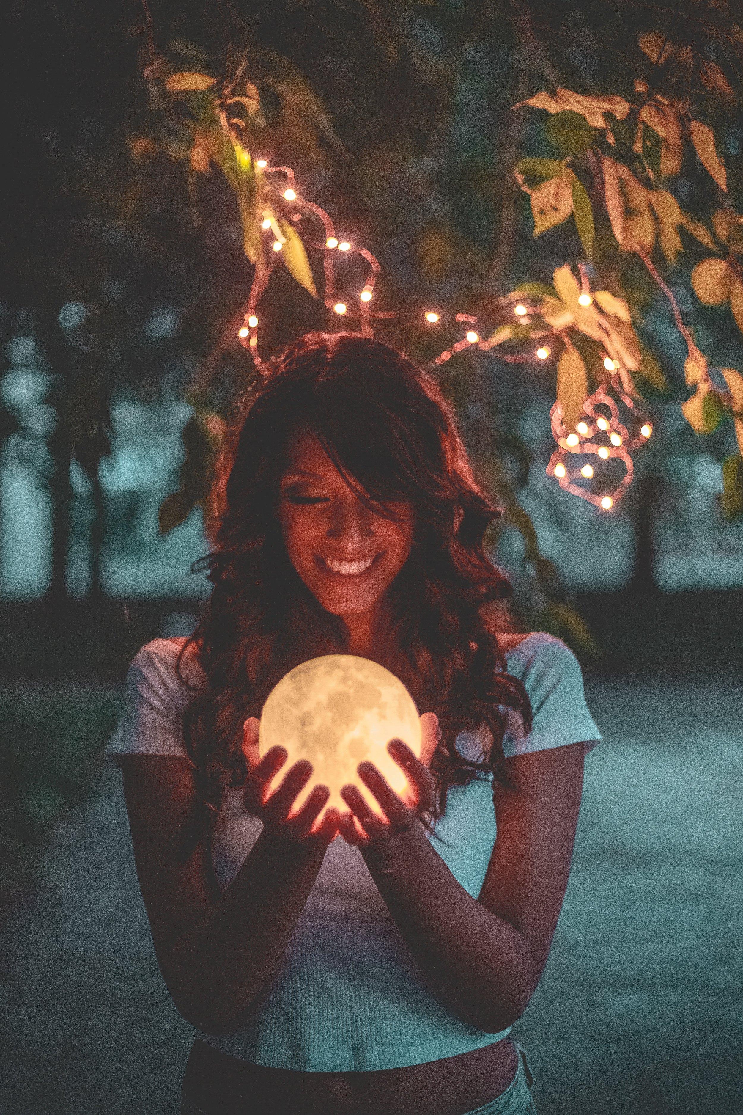 beautiful-crystal-ball-evening-1343259.jpg