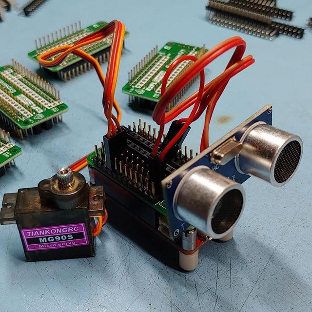 Building Robots @unitedfriendsschool #maker #makerfaire #makerspace #makered #lua #robot #engineering #electronics #fablab #diy #technology