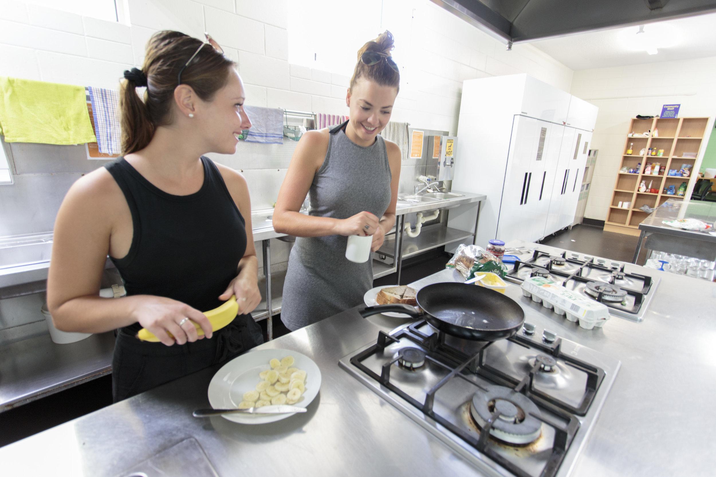 Cairns Central YHA - Kitchen (9).jpg