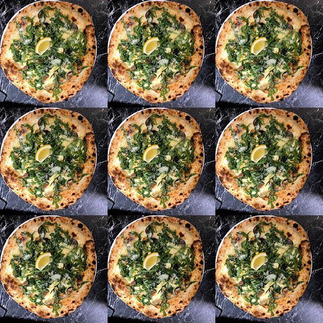 Shiiiiiiiieee.... pizza nr 7 asså! 🔥🔥🔥