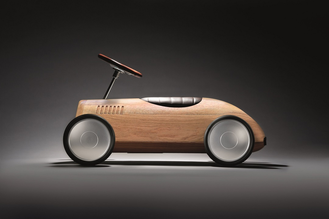 Natural Wood model in lacquered English Oak