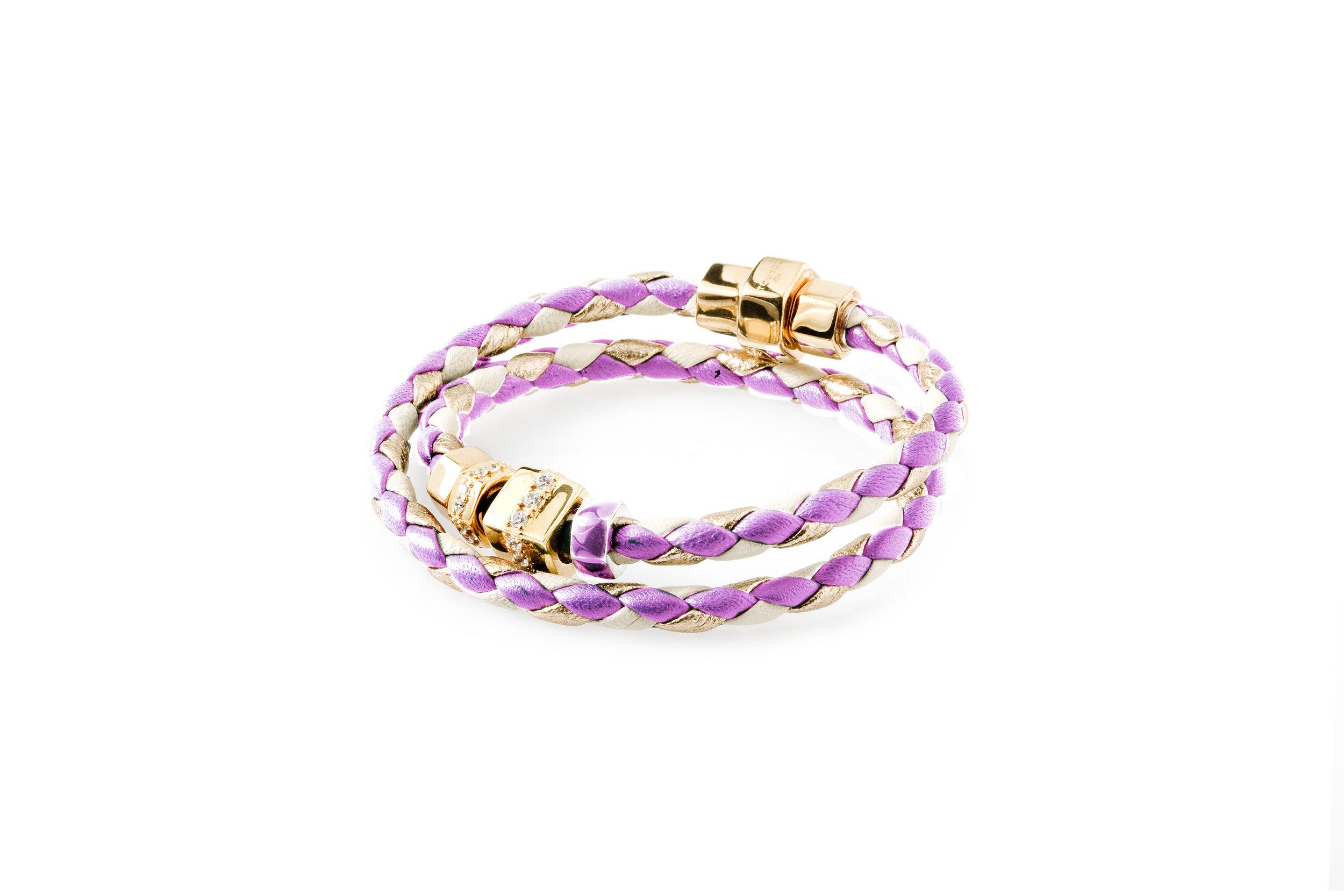Foto di un braccialetto rosa
