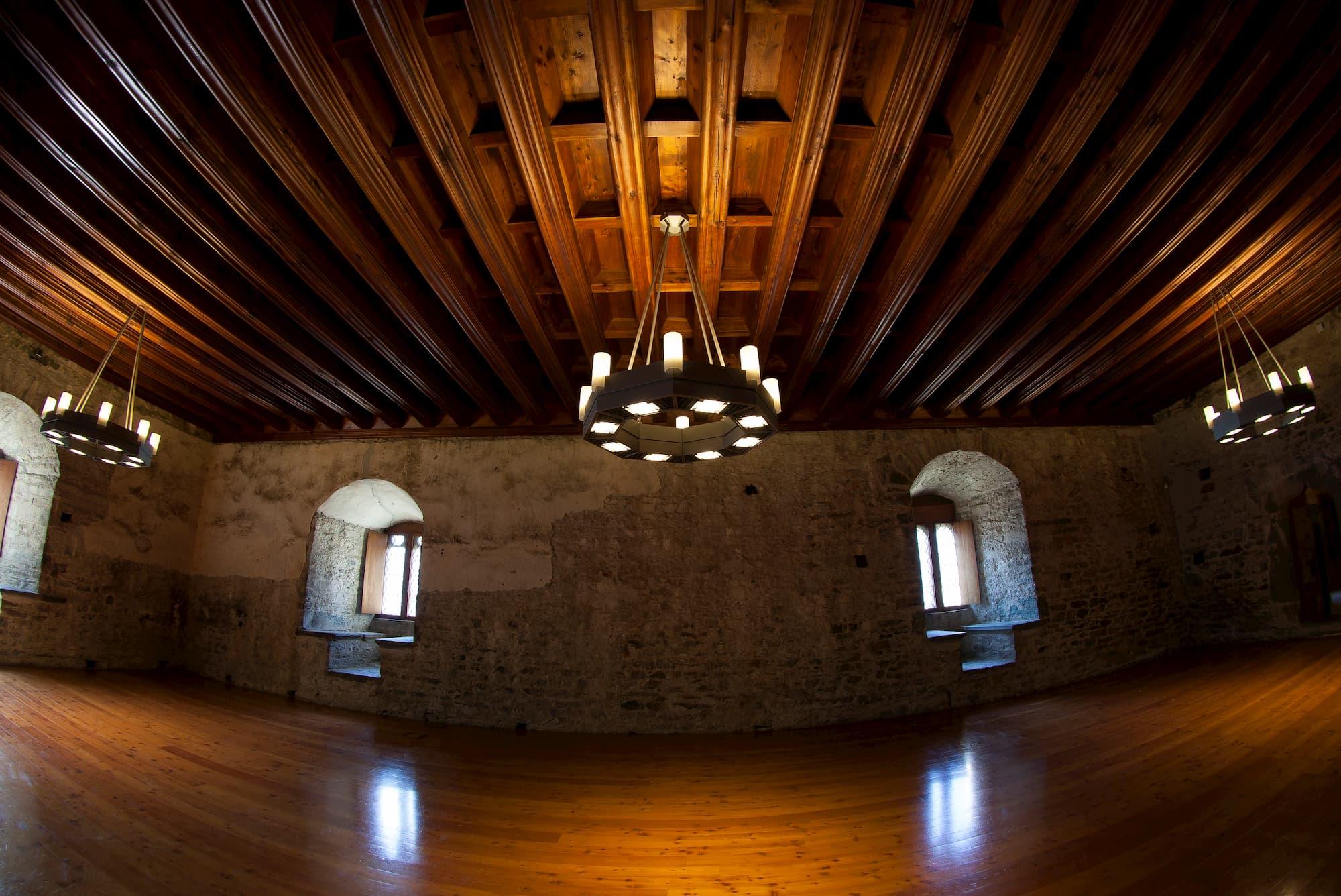 foto di interni castello di verrès con sharon gallo