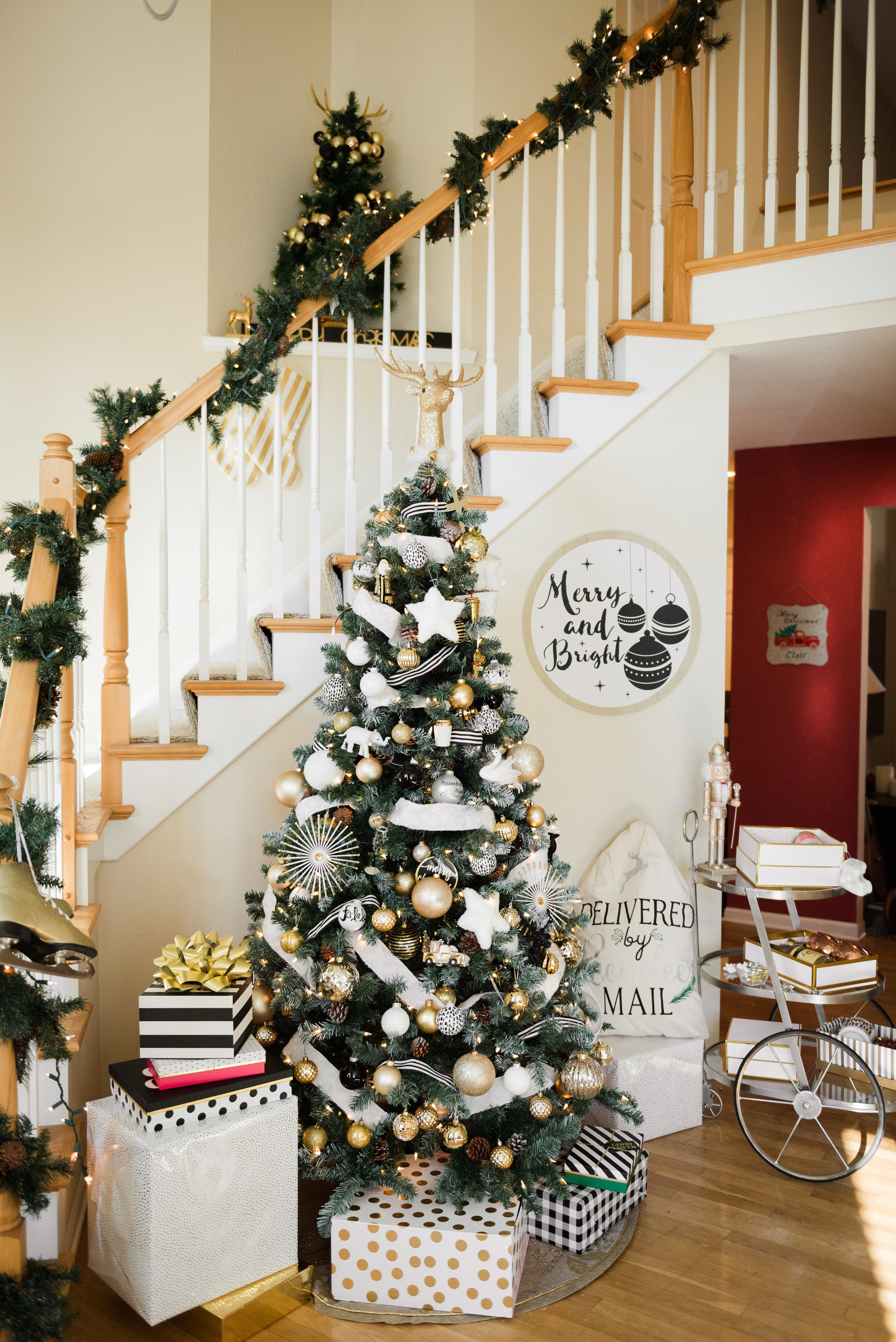 Festive-Black-and-White-Holiday-Christmas-Party-by-Event-Prep