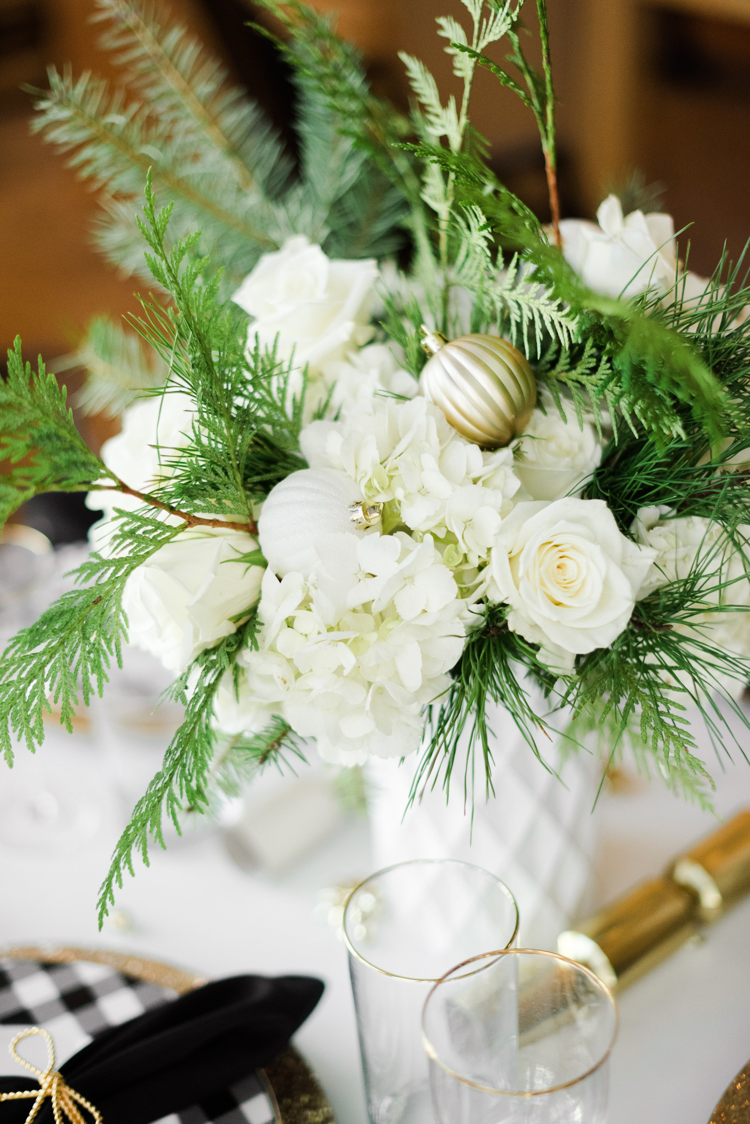 Festive-Black-and-White-Holiday-Party-Ideas-For-Christmas
