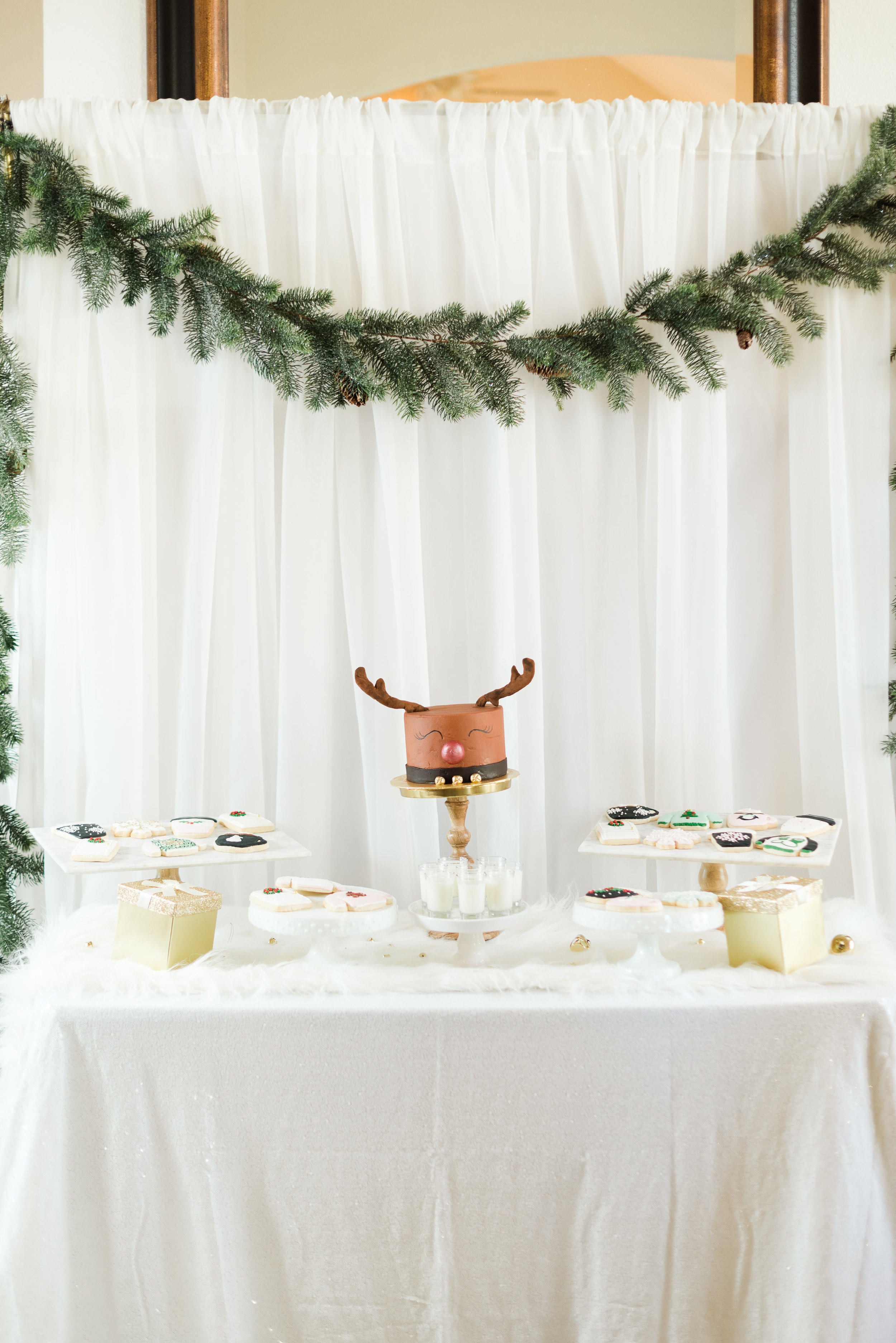 A-Rudolph-Themed-Cake-That's-the-Sweetest-Addition-to-Your-Christmas-Dessert-Display