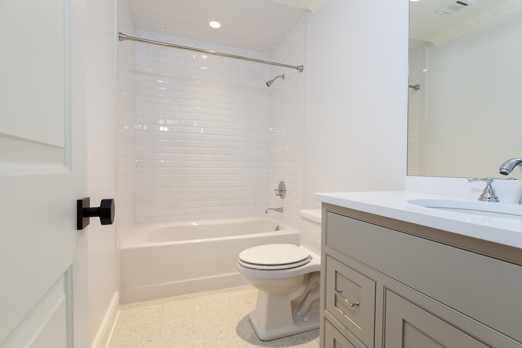 2nd-Floor-Bathroom1-02.jpg