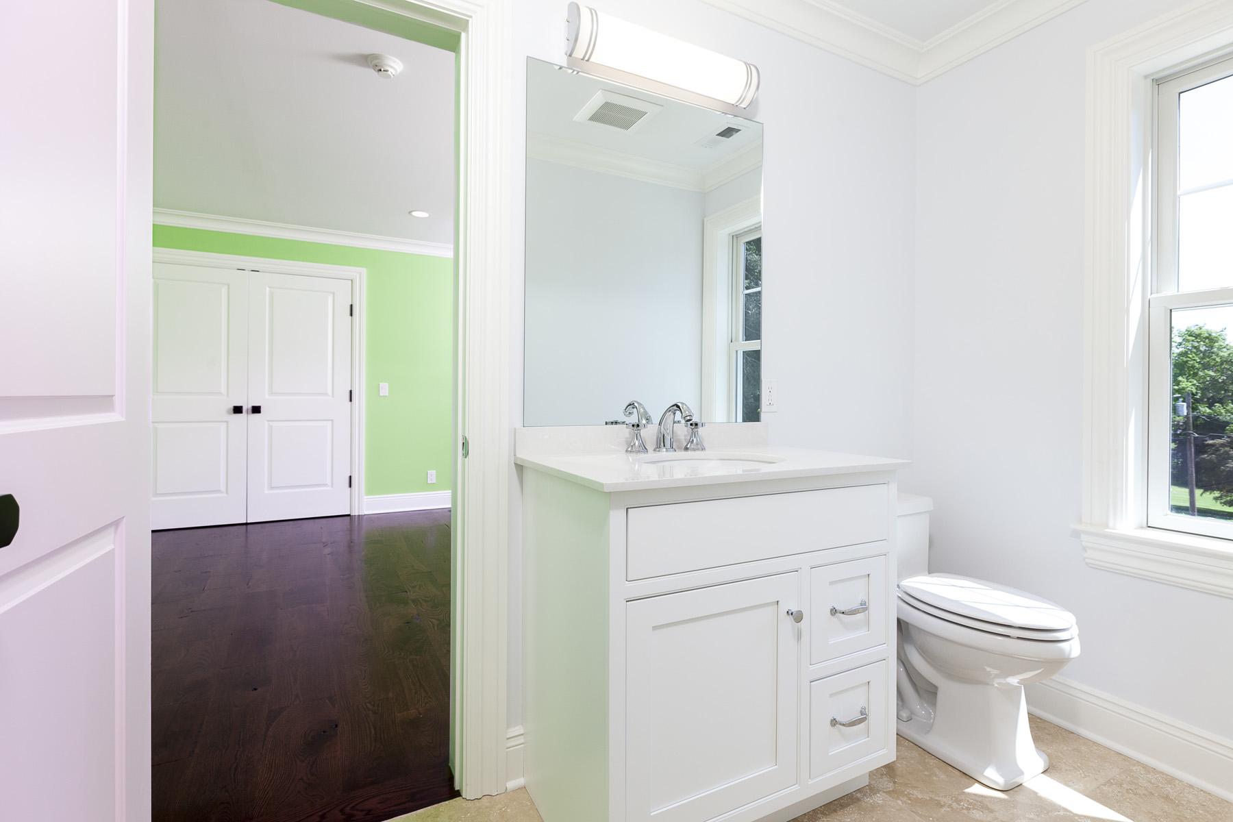 2nd-Floor-Jack&Jill-Bathroom-02.jpg