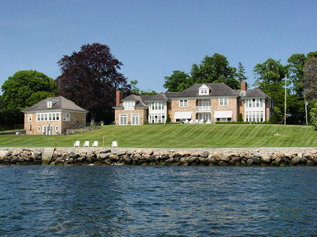 A beautiful day at this waterfront in Darien. #fletchercustomhomes #brindisiandyaroscak