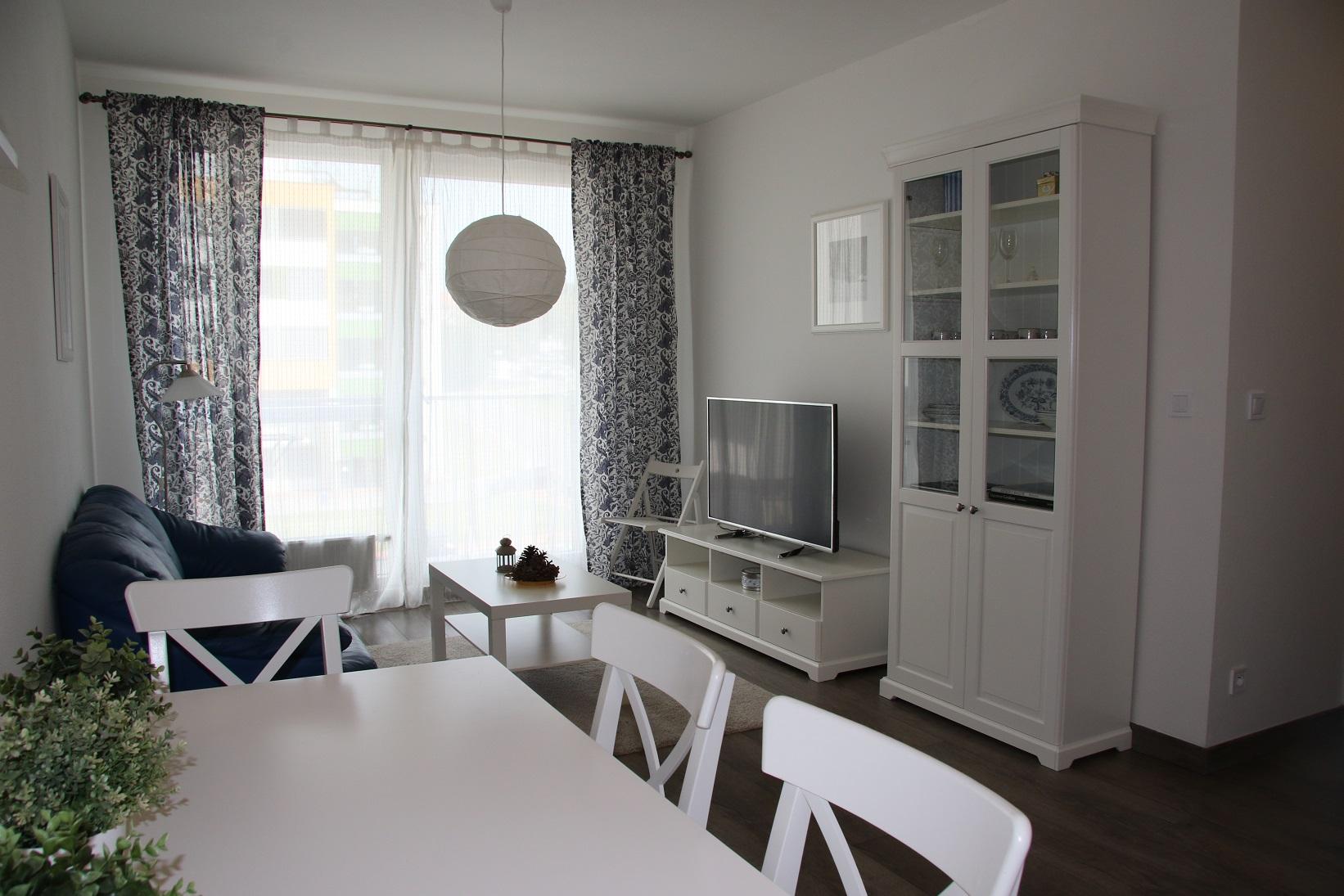 NovaNitra_1bed_no1_livingroom (1).JPG