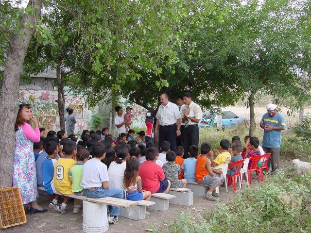 phoca_thumb_l_2003 Bible Clubs - 09.jpg