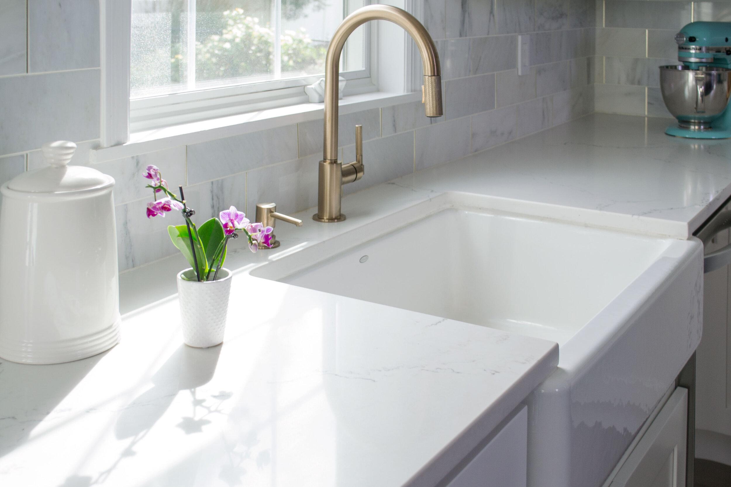 kitchen-modern-white-gray-tc-interiors-4.jpg