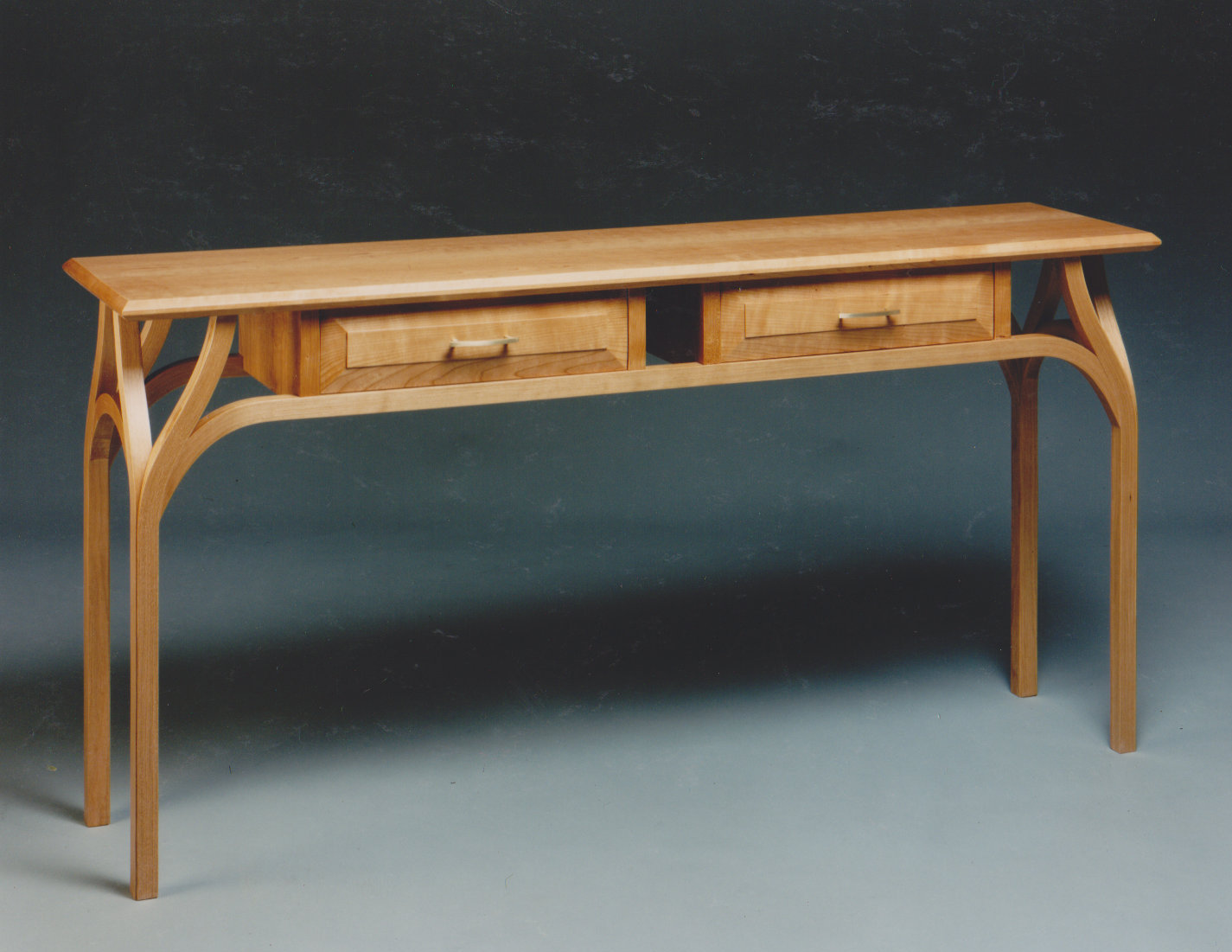 Crescendo Hall Table
