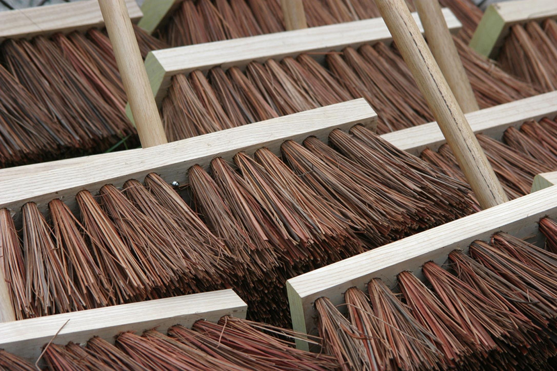 brooms-857508.jpg