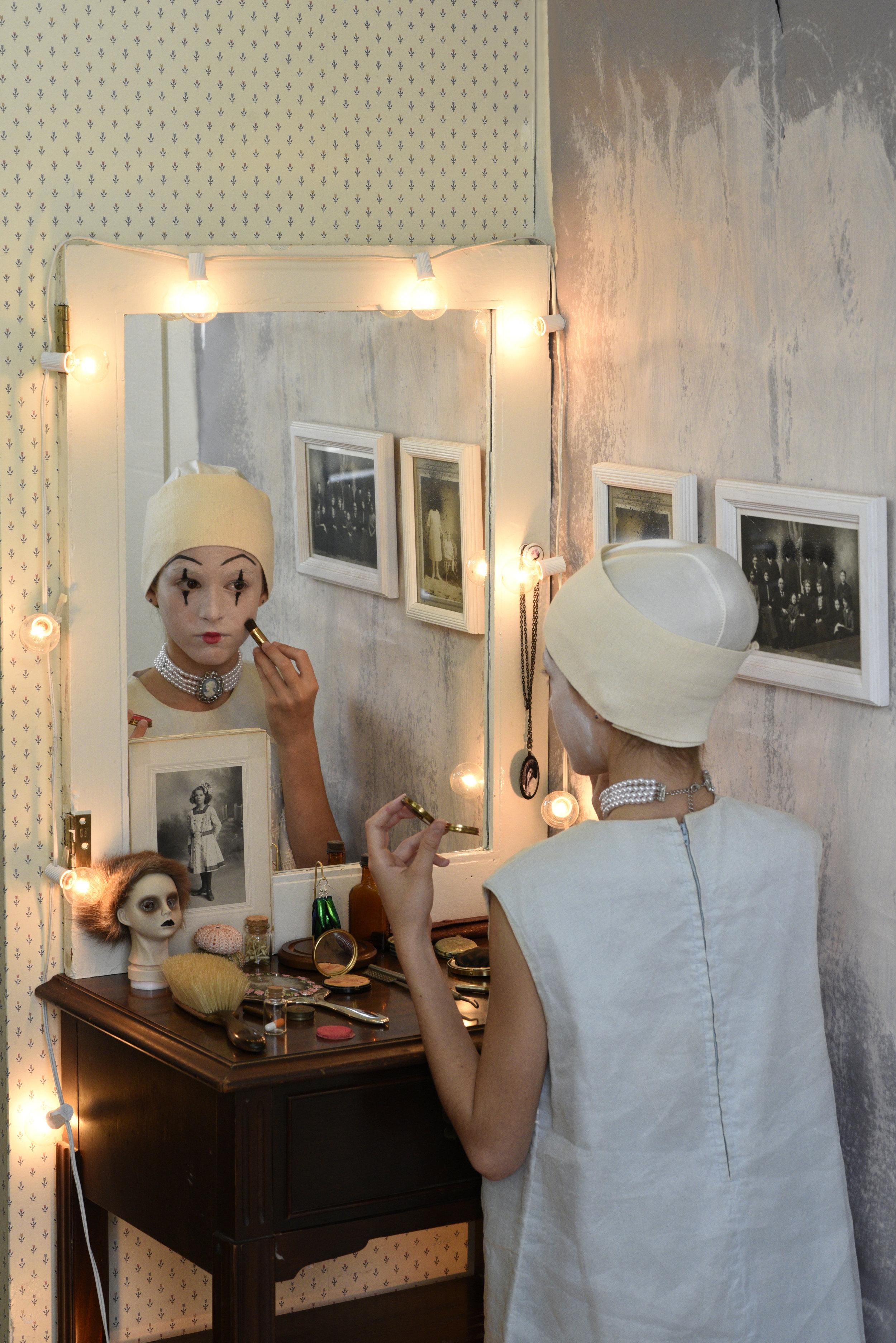 makeupmirror.jpg