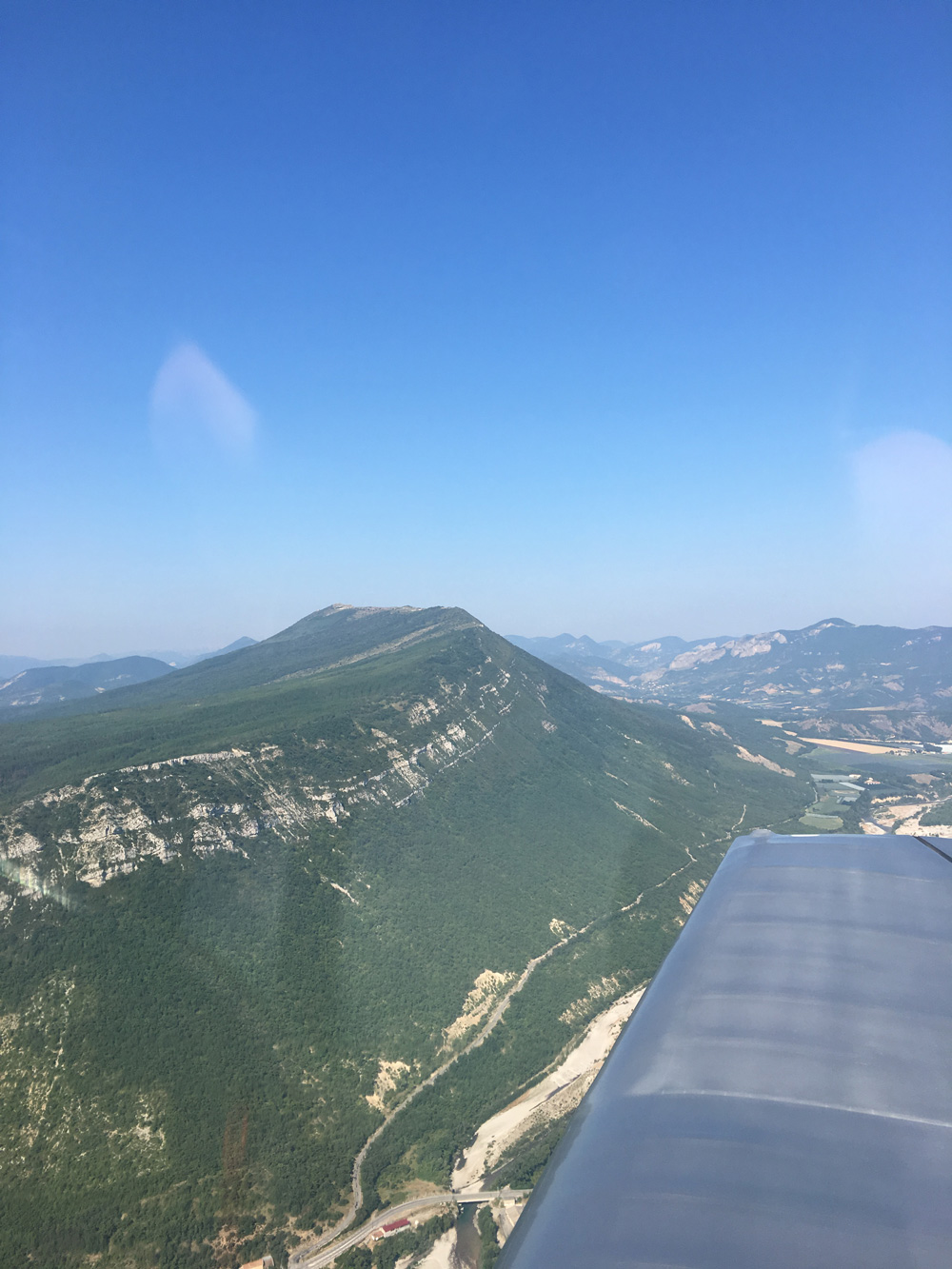 airplane-ride-provence-mountains.jpg