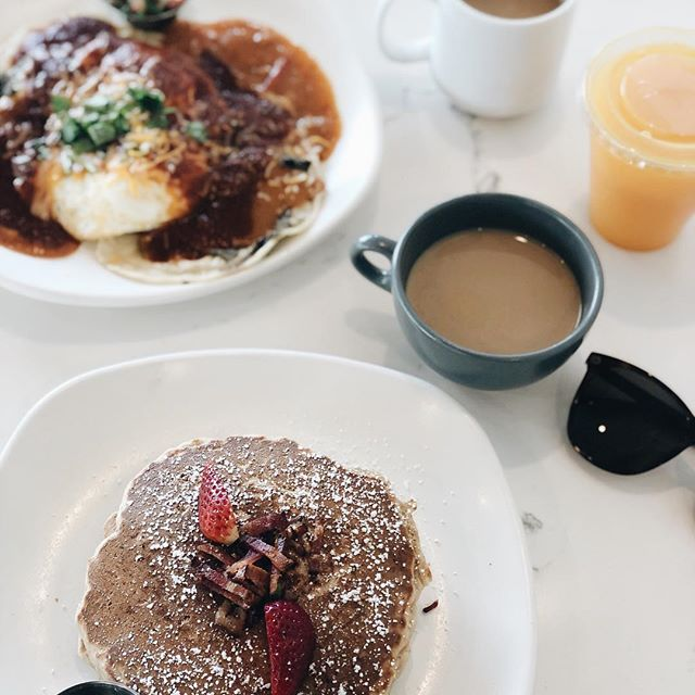 Sunday brunch treat. Multigrain pancakes 🥞 at the newly opened @braxtonskitchen . • • #805diary #805 #camarillo #visitcamarillo #venturacounty #eatlocal #supportlocal