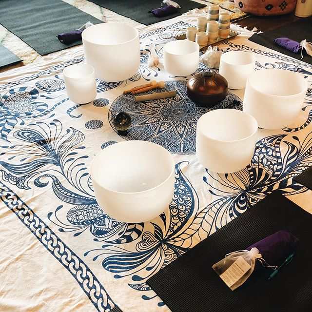 Yesterday I spent the evening with the amazing ladies of @dayluna who hosted a Cacao Ceremony & Sound Bath at the beautiful @shopdusk . So grateful for the space they held for me while I filled my cup with STRENGTH, LOVE and LIGHT. Such an incredible experience.✨ Grateful. 🙏🏼