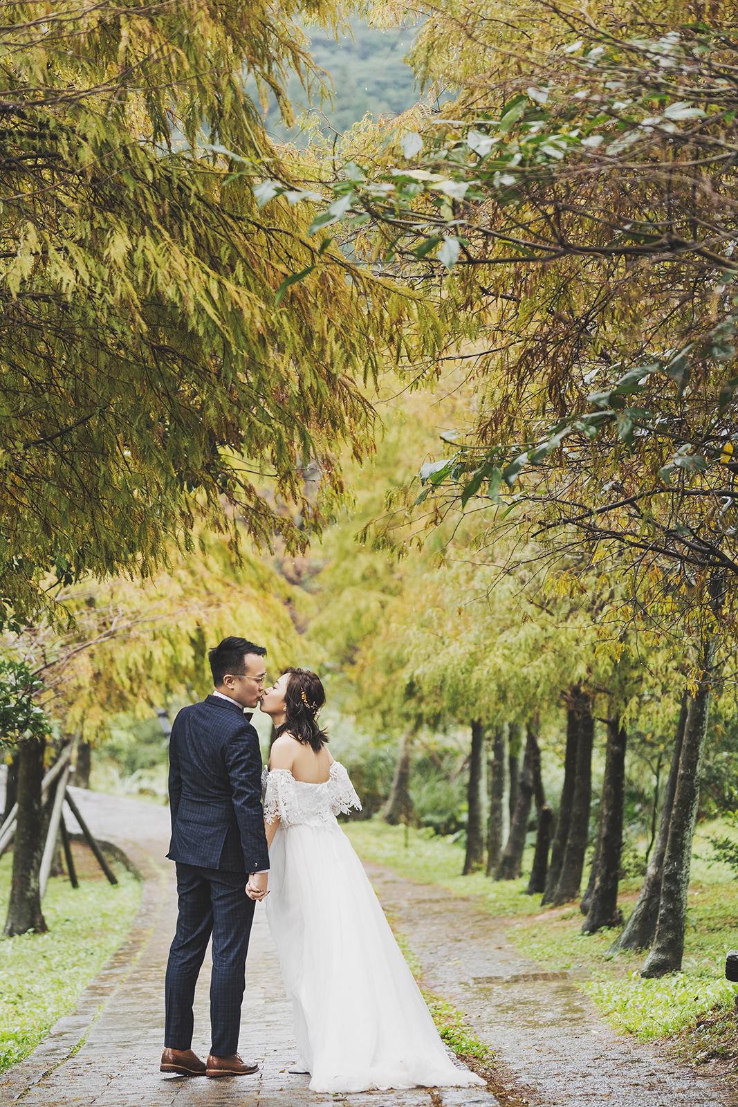 葉子因雨水溫柔的垂下並綴著像鑽石般的水滴,還有什麼比這更浪漫的呢~