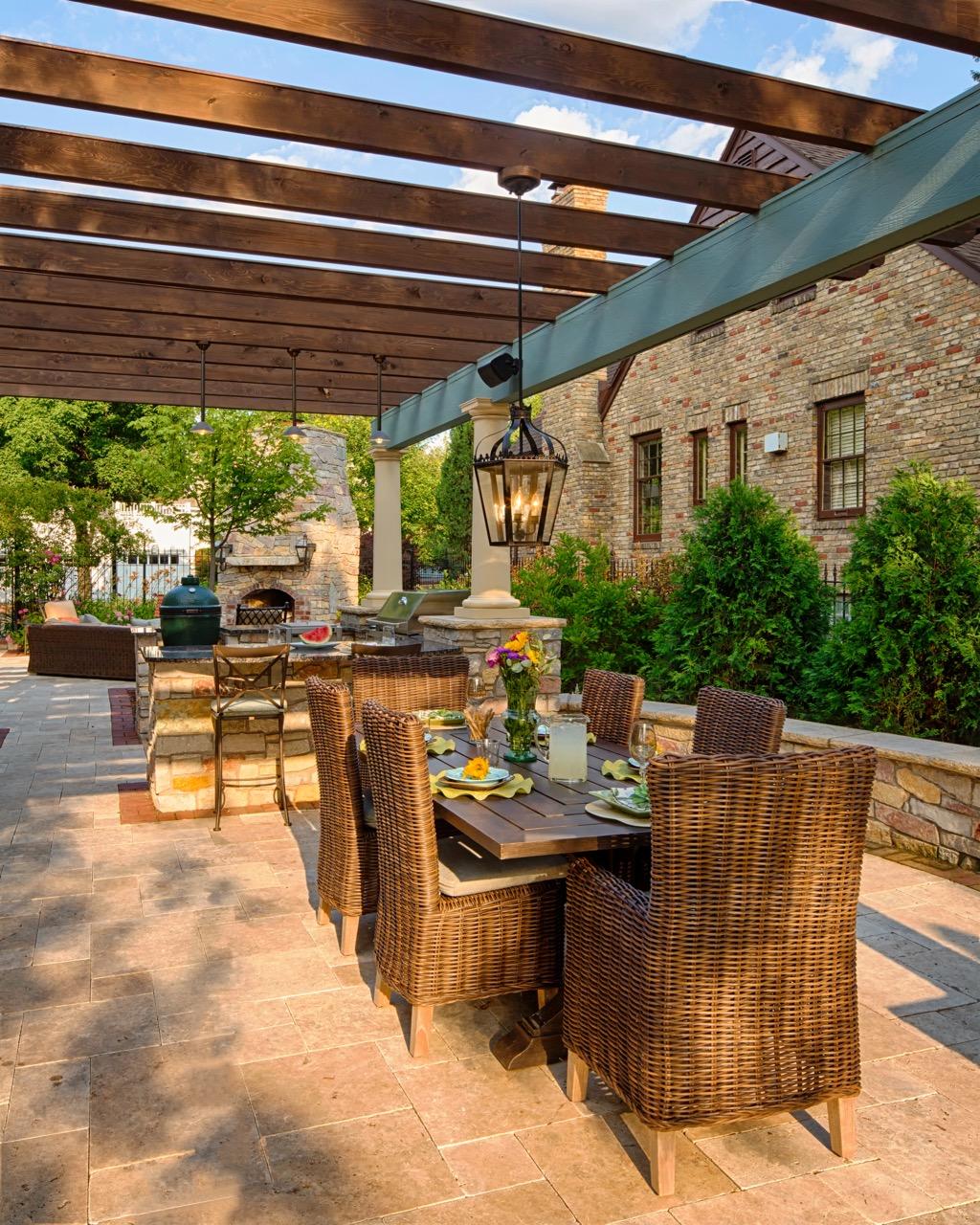 Moms Design Build - Outdoor Courtyard Landscape Design