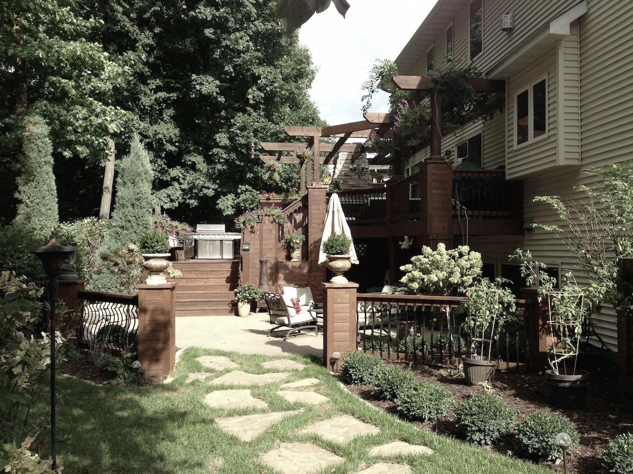 Mom's Design Build - Backyard Landscape Fence Irregular natural stone