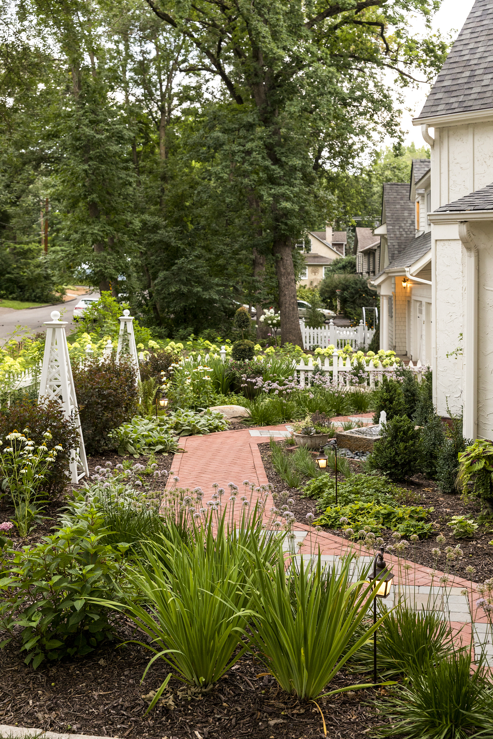 Mom's Design Build - Paver Walk Way White Picket Fence