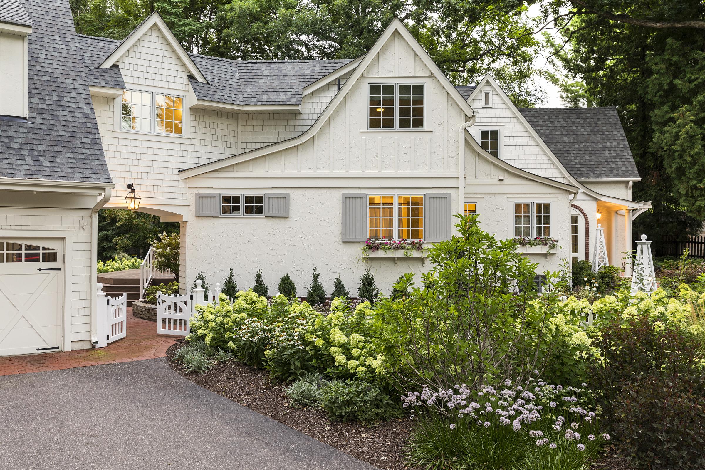 Mom's Design Build - Cottage Garden Front Yard