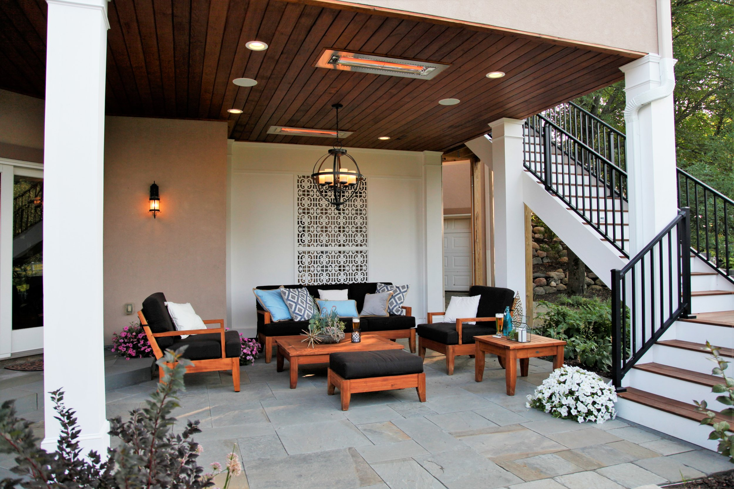 Mom's Design Build - Casual Outdoor Living Room