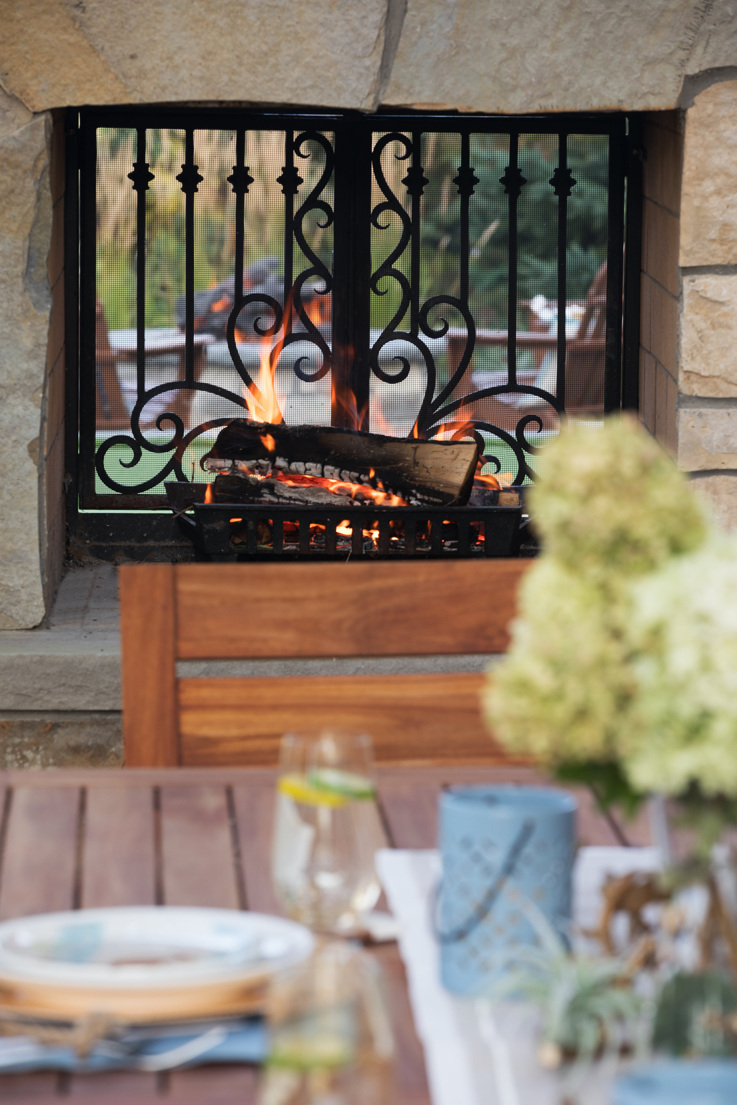 Mom's Design Build - Outdoor Fire Place