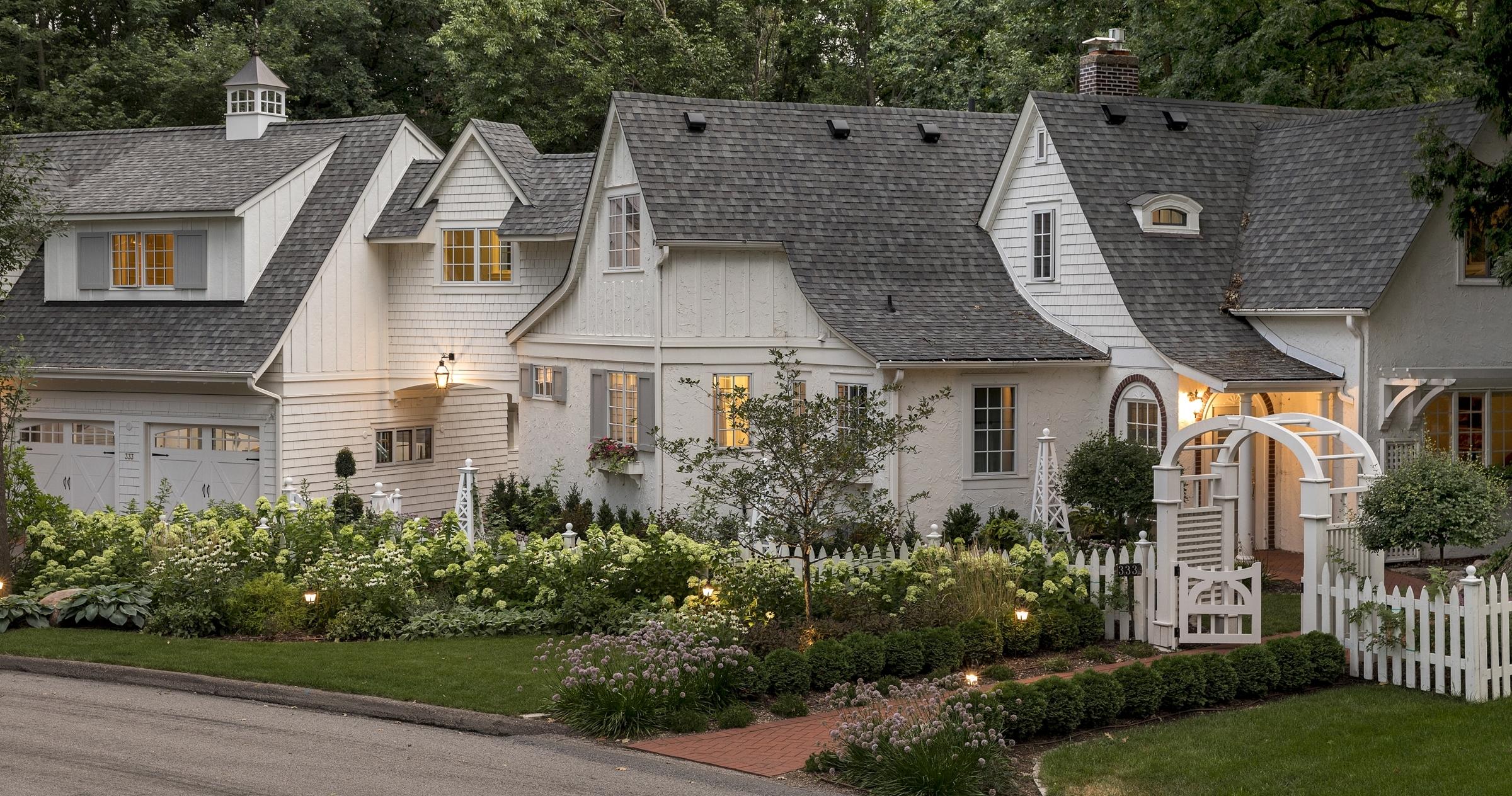 Mom's Design Build - Coastal Cottage Front Yard Landscape