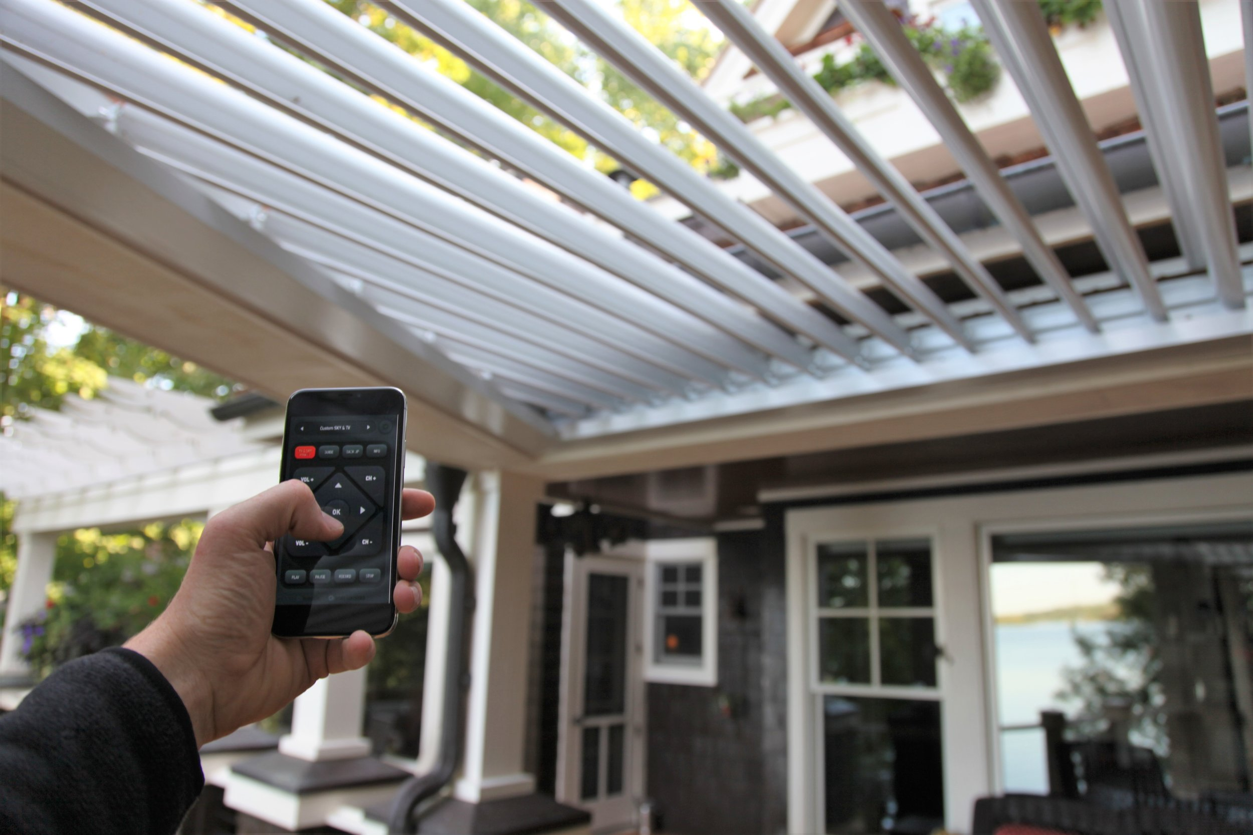 Mom's Design Build - Automated Aluminum Roof System