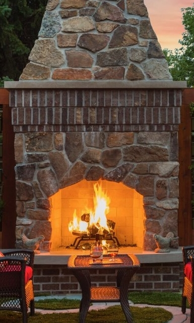 Mom's+Design+Build+-+Outdoor+Fireplace+Modern+Patio+Design.jpeg