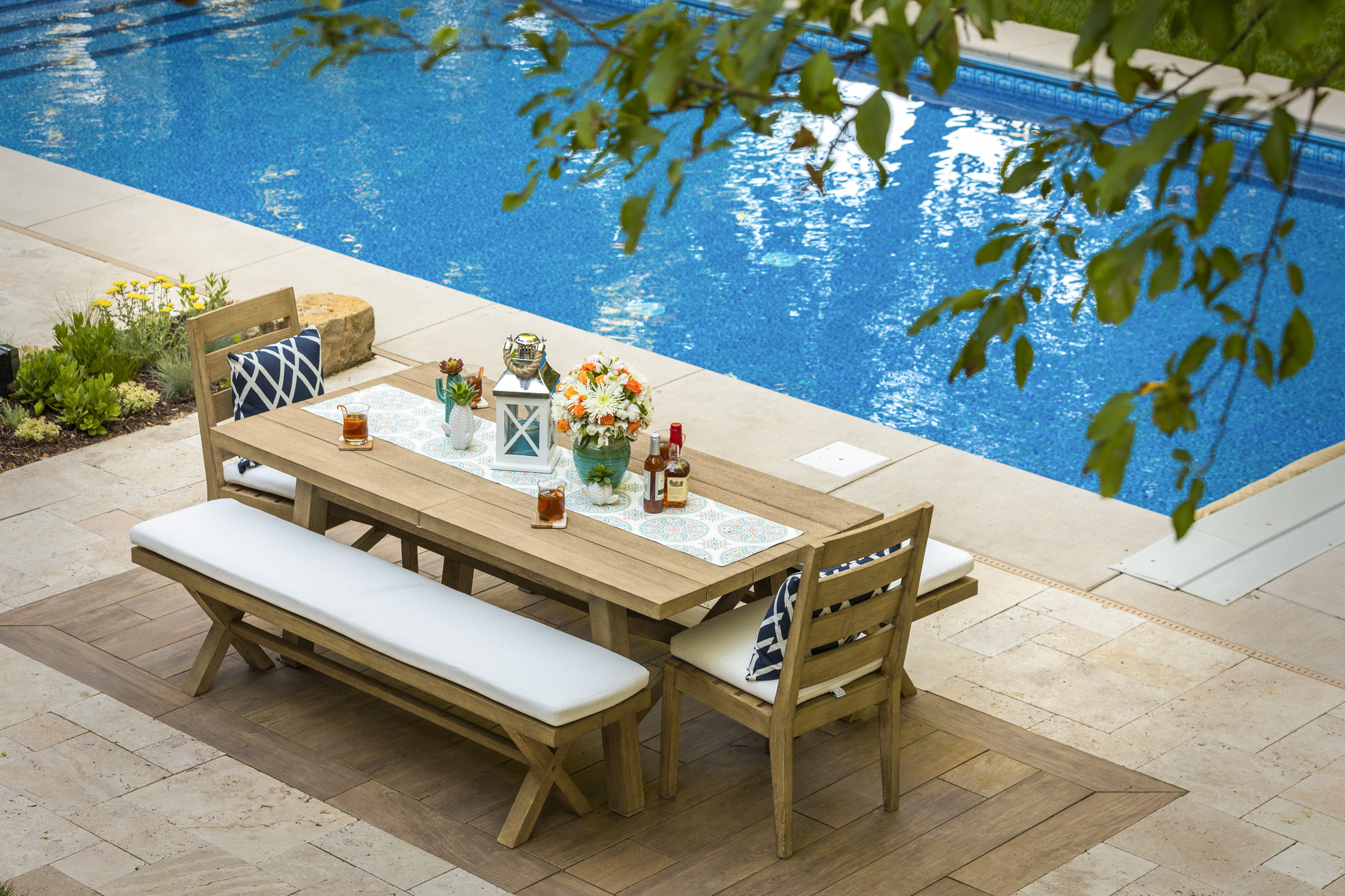 The perfect space for dining pool side.