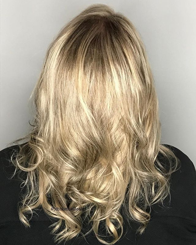 End of summer blonde by stylist Becky ☀️☀️☀️ . . #licensedtocreate #hairstyles #haircolor #hairoftheday #imallaboutdahair #behindthechair #yeg #yegstylist #sprucegrovehair #modernsalon