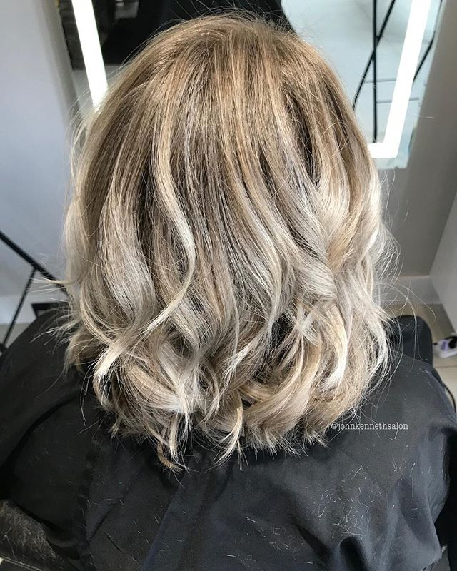 Platinum ombré by stylist Becky ❄️ . . #licensedtocreate #hairstyles #haircolor #hairoftheday #imallaboutdahair #behindthechair #yeg #yegstylist #sprucegrovehair #modernsalon  #blondemob  #sombre #balayagedandpainted #braidsandbalayage #shadowroot