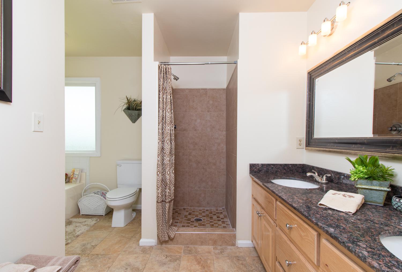 bathroom_real_estate_photography
