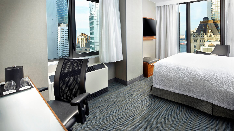 nycxm-guestroom-0015-hor-wide.jpg
