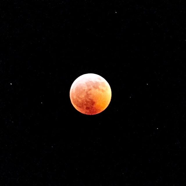 Amazing photo of the #lunareclipse my cousin, @Lori cannava, shot yesterday from #nyc 🔥🔥🔥