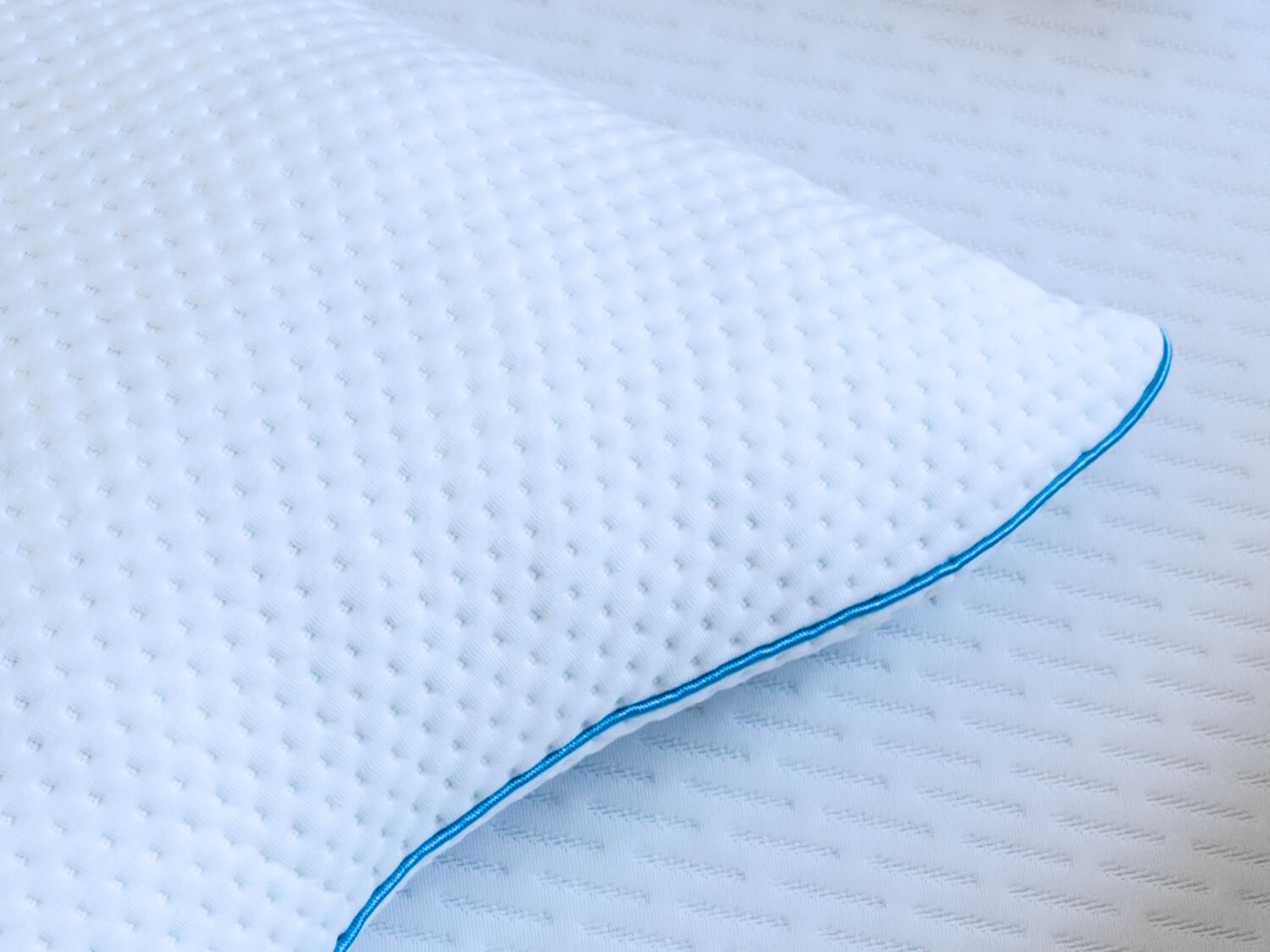 The VitalRem Pillow  ship free, and comes with a 365 day trial period, plus a lifetime warranty