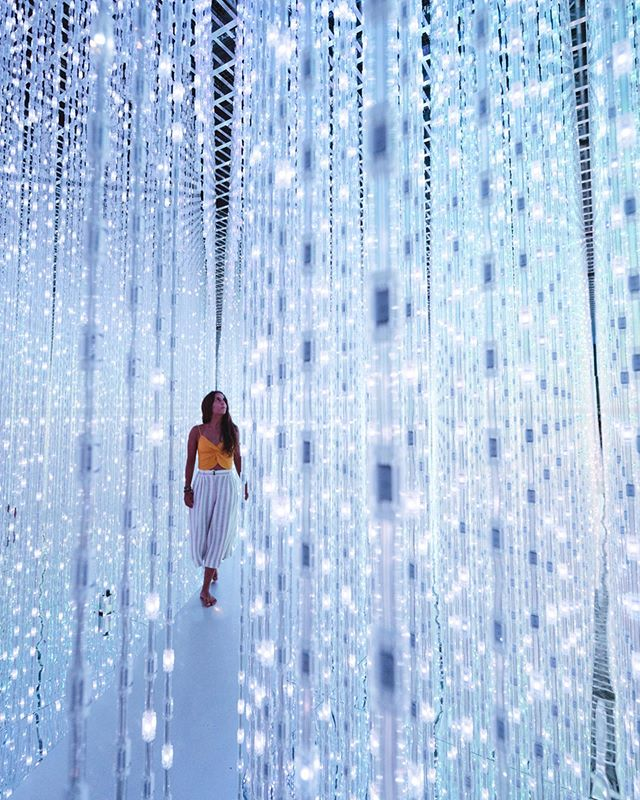 While in Singapore @andreitalevin and I had a chance to explore Future World at the @artsciencemuseumsg . This exhibit was called Space and absolutely lived up to its name. Who would you wanna explore this place with? Tag them in the comments!