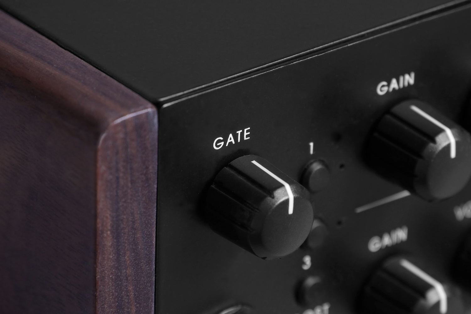 Noise Gate - Single knob controlled noise gate that triggered (side chain) by your guitar pickup output to control the distorted output signal. Since the clean guitar signal has a lot more dynamic than the heavy distortion signal, it is extremely effective and sensitive than most noise gate effect pedals.