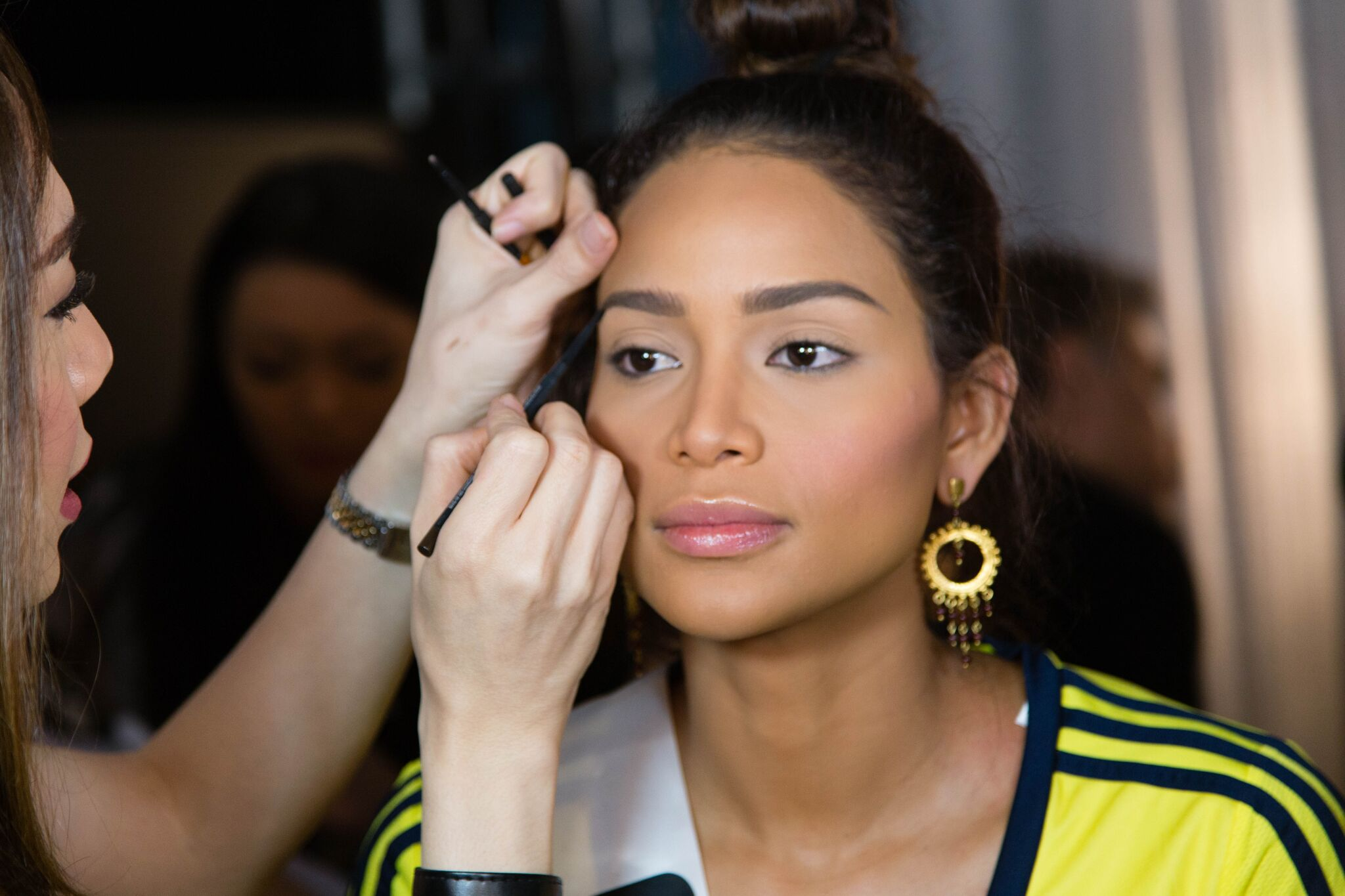 MAC Philippines team keeps Miss Universe Colombia Andrea Tovar's eyebrows on their fleekest.