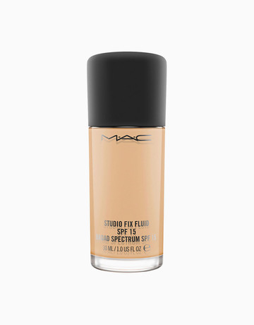 MAC Cosmetics    Studio Fix Fluid SPF 15 in NC25
